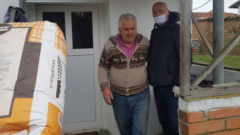 Donator iz Severne Mitrovice obezbedio brašno za Srbe u Peći, Istoku, Klini, Srbici i Orahovcu