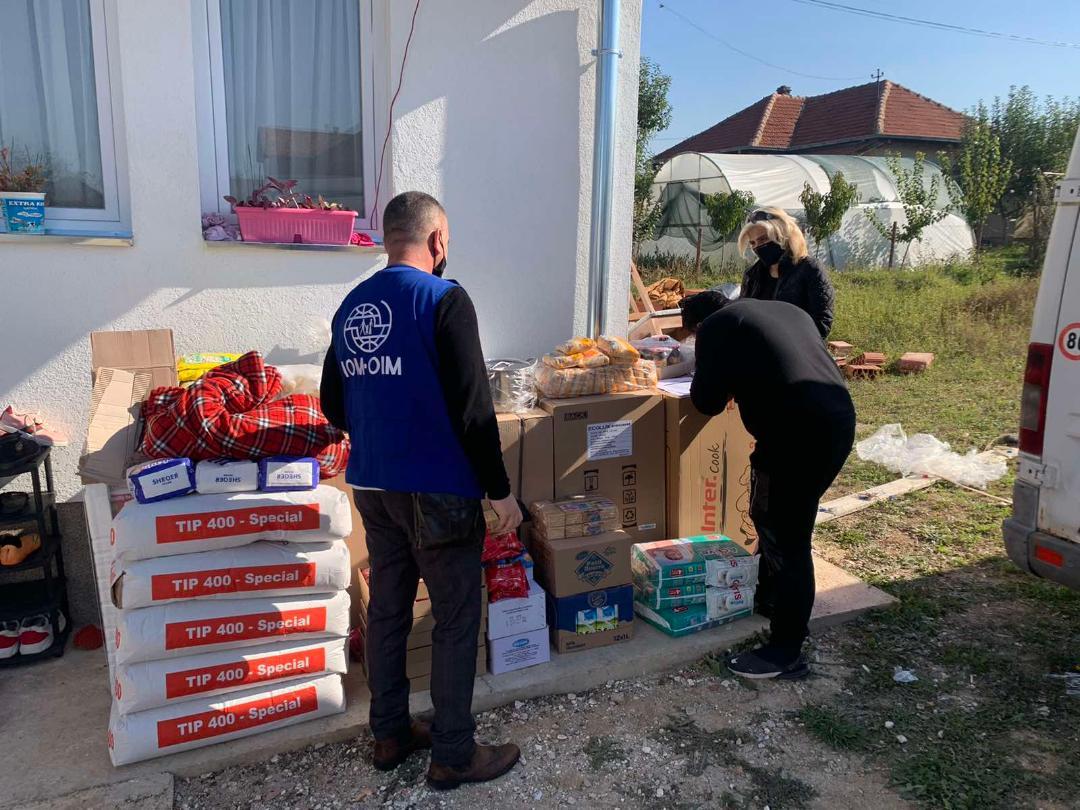 Ministarstvo za zajednice i povratak obezbedilo nameštaj i prehrambene pakete za 14 domaćinstava