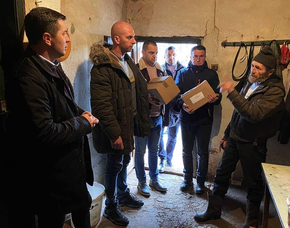 Dodeljen građevinski materijal i paketi pomoći meštanima sela Borčane