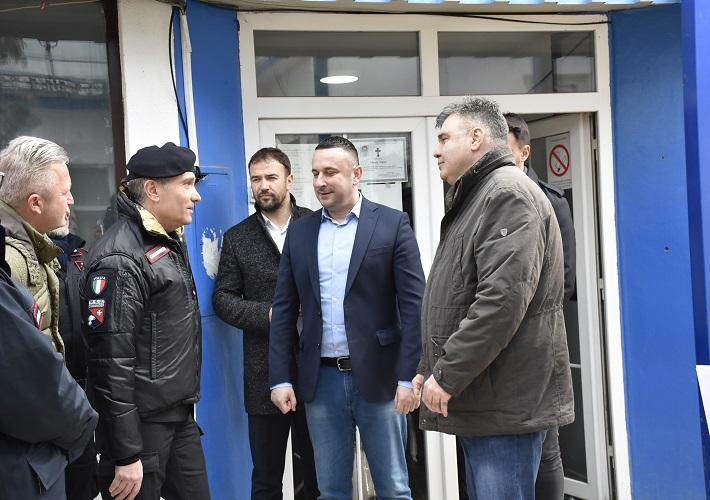 Karabinjeri uručili pomoć KBC-u Priština u Gračanica