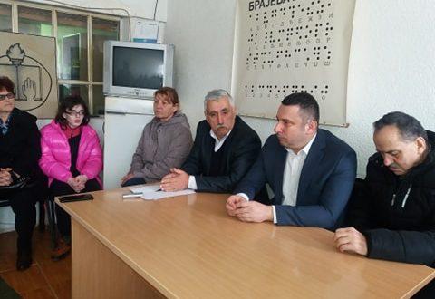 Popović obišao prostorije Udruženja slepih i slabovidih i obećao pomoć