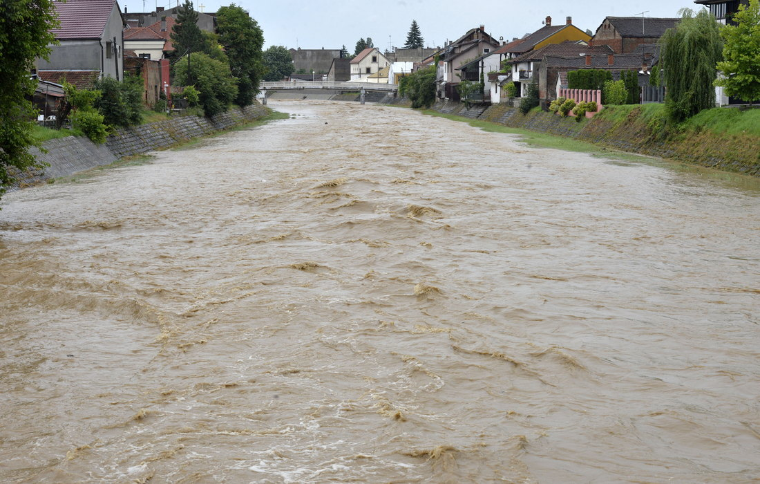 Katastrofalne posledice poplava – uništeni putevi i mostovi u mnogim mestima