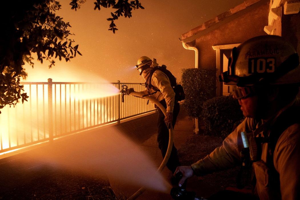 Požar u blizini Los Anđelesa odneo dva života