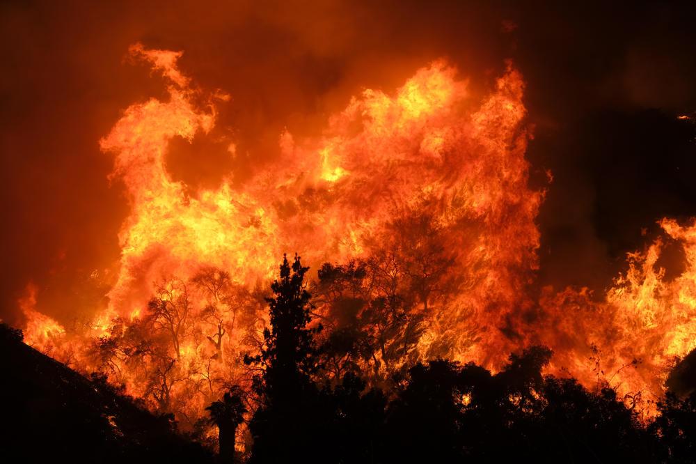 Požar u Splitu, vatra gori nedaleko od kuća