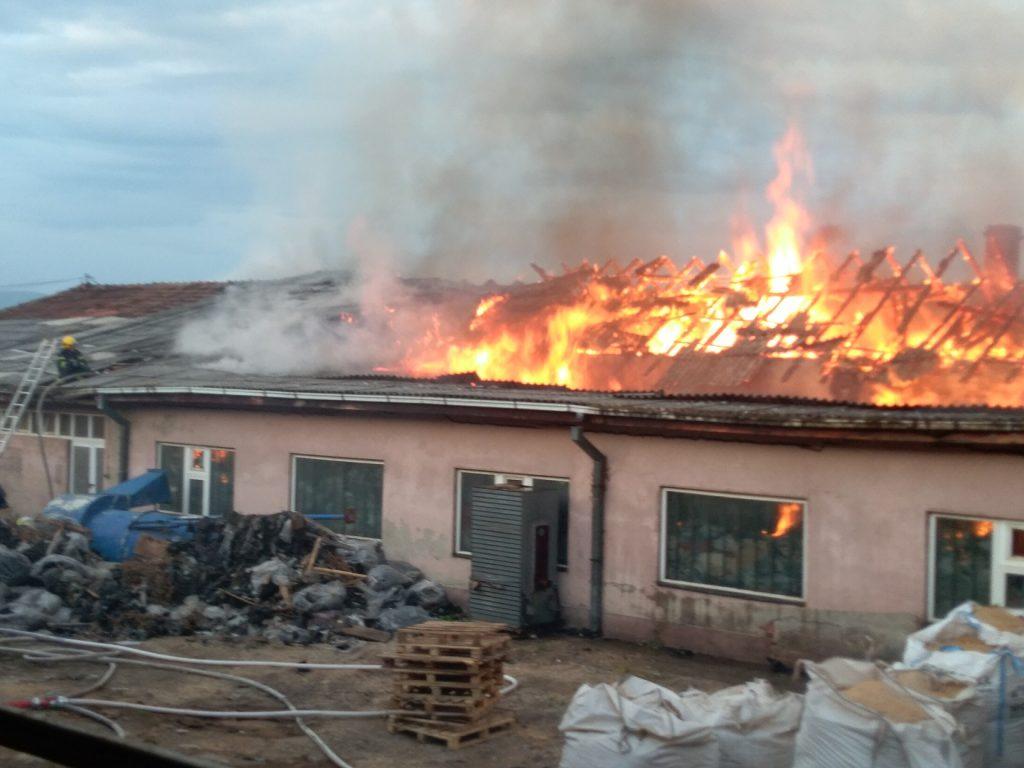 Pirot: Požar u nekadašnjoj fabrici dečjeg nameštaja