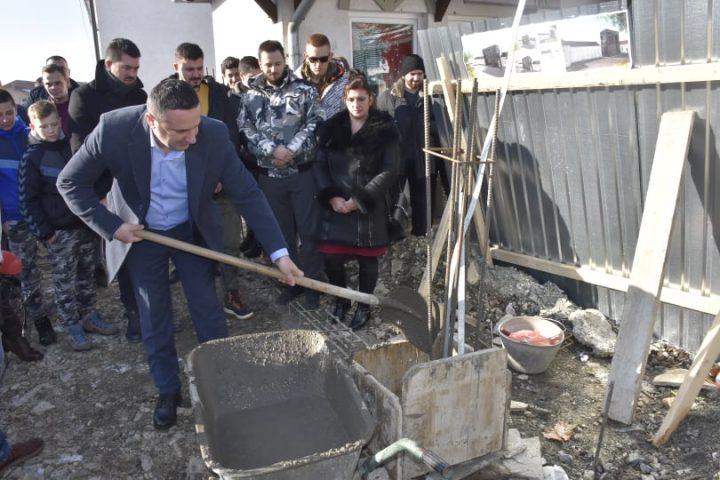 Popović položio kamen temeljac za zgradu Omladinskog centra u Gračanici