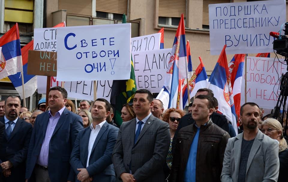Protest Srba u Kosovskoj Mitrovici: Ne prihvatamo zakon o Trepči, nećemo tiho i u mraku nestati