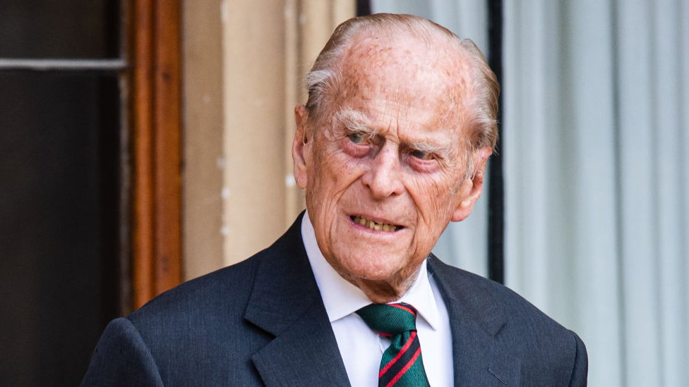 Preminuo princ Filip, kraljevska porodica u žalosti
