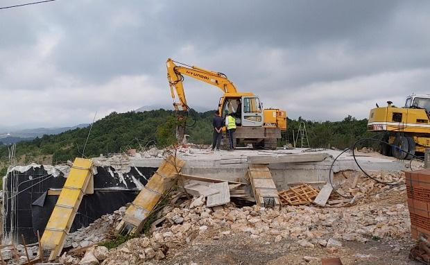 Policija bagerima srušila konak manastira SPC kod Ulcinja(video)