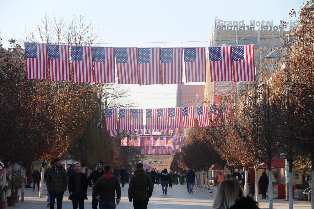 Gazeta Ekspres: Zbog takse SAD razmatraju svoje vojno prisustvo na Kosovu