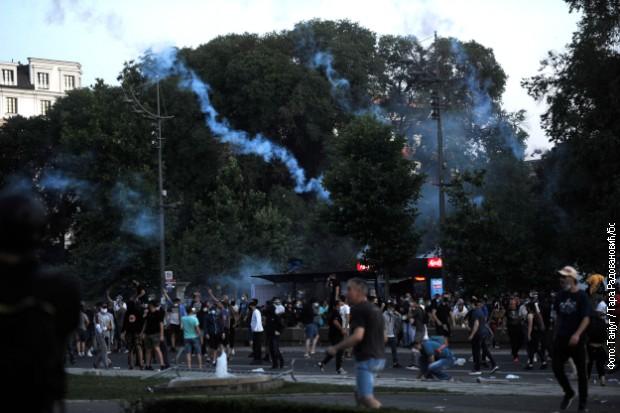 Osumnjičeni za prekršaje ispred Skupštine Srbije na slobodi