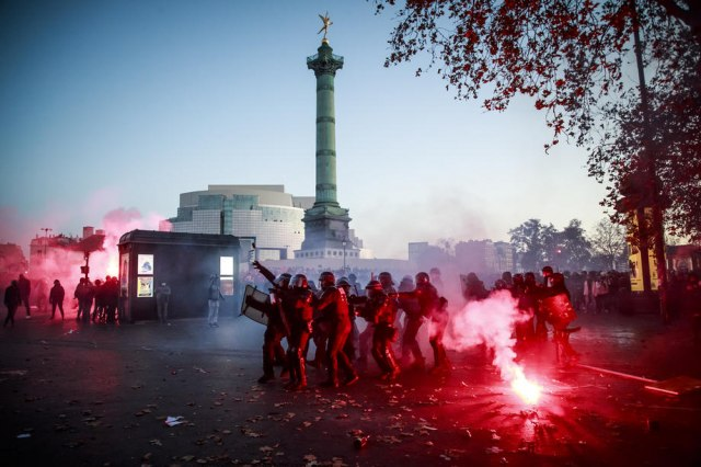 U Parizu održani novi protesti, policija upotrebila suzavac