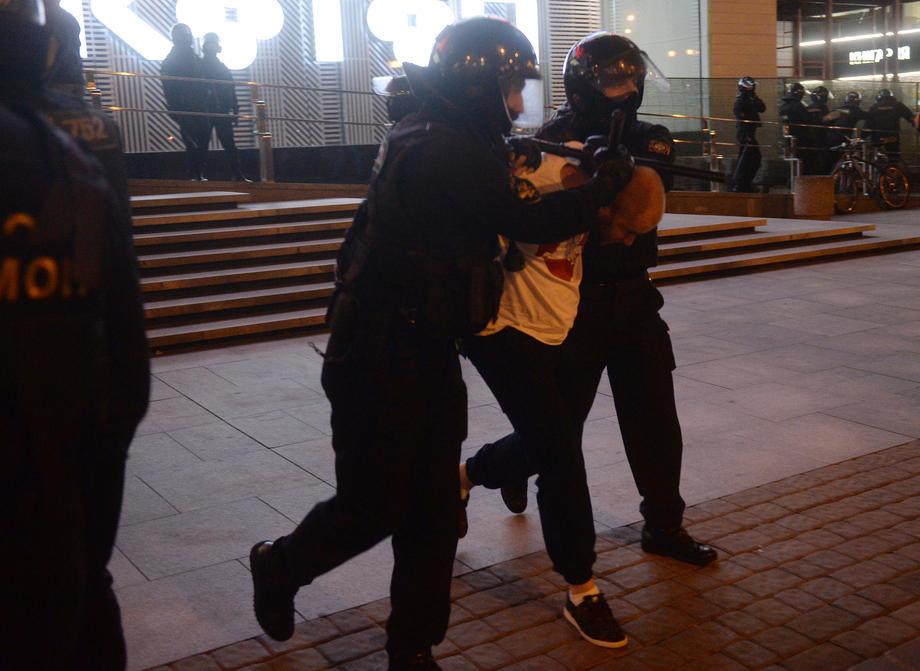 Na protestima podrške Navaljnom uhapšeno 1.090 ljudi, među njima i supruga Julija