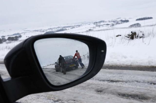 Kolovozi vlažni zbog kiše i snega