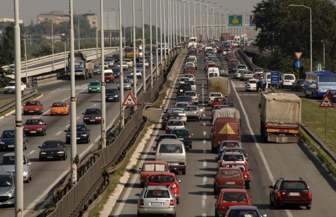 Putnička vozila čekaju na granici po 30 minuta