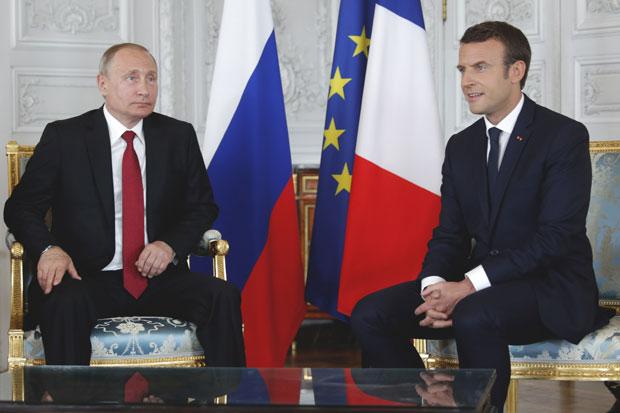 Putin stigao u Francusku, sa Makronom o svetskim krizama