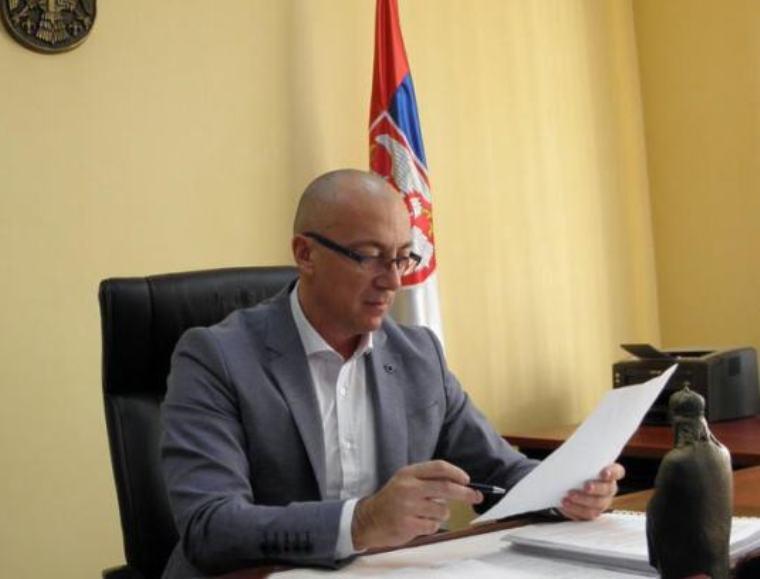 Rakić oštro osudio uvrede na račun maloletne ćerke predsednika Vučića