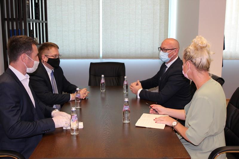 Rakić sa britanskim ambasadorom o Kovidu-19 i ostalim aktuelnim pitanjima