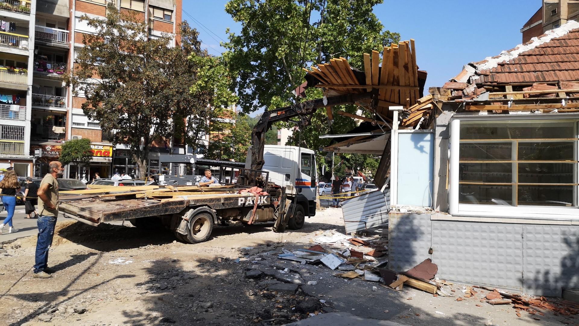 Počelo uklanjanje nelegalnih objekata u okviru uređenja ulice Kralja Petra Prvog