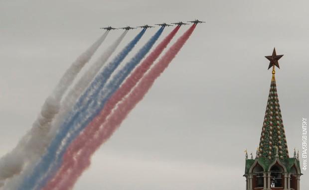 Nebeski spektakl u Rusiji na Dan pobede – avioni i helikopteri leteli u znak sećanja na heroje (video)