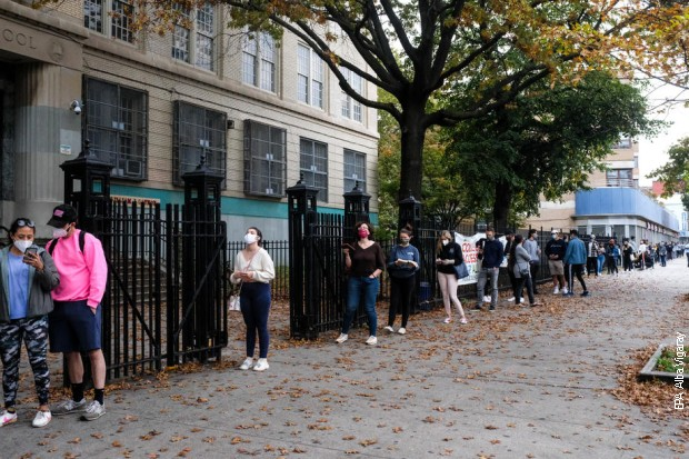 Njujorčani požurili na biračka mesta, redovi širom grada