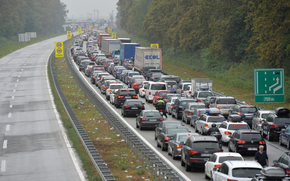 Mađarska odlučila da na 12 sati propusti građane Srbije