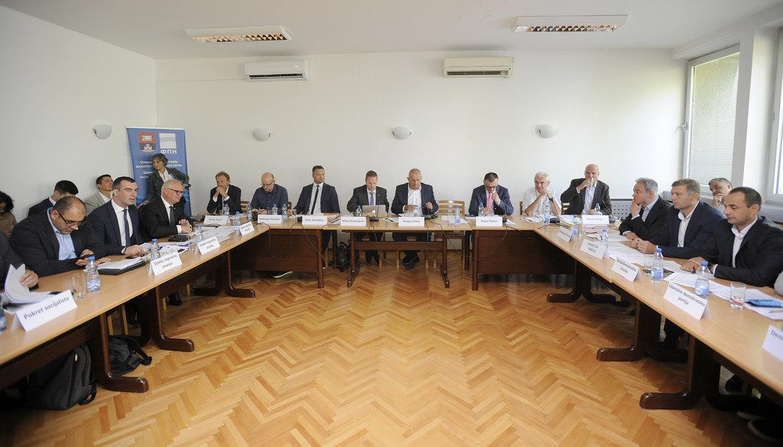 Deo opozicije napustio sastanak na FPN-u