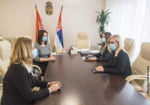Popovićeva sa predsednicom Društva sudija Srbije o gorućim problemima u pravosuđu