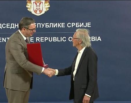 Vučić sa Handkeom: Srećan je srpski narod što za prijatelja ima Handkea!