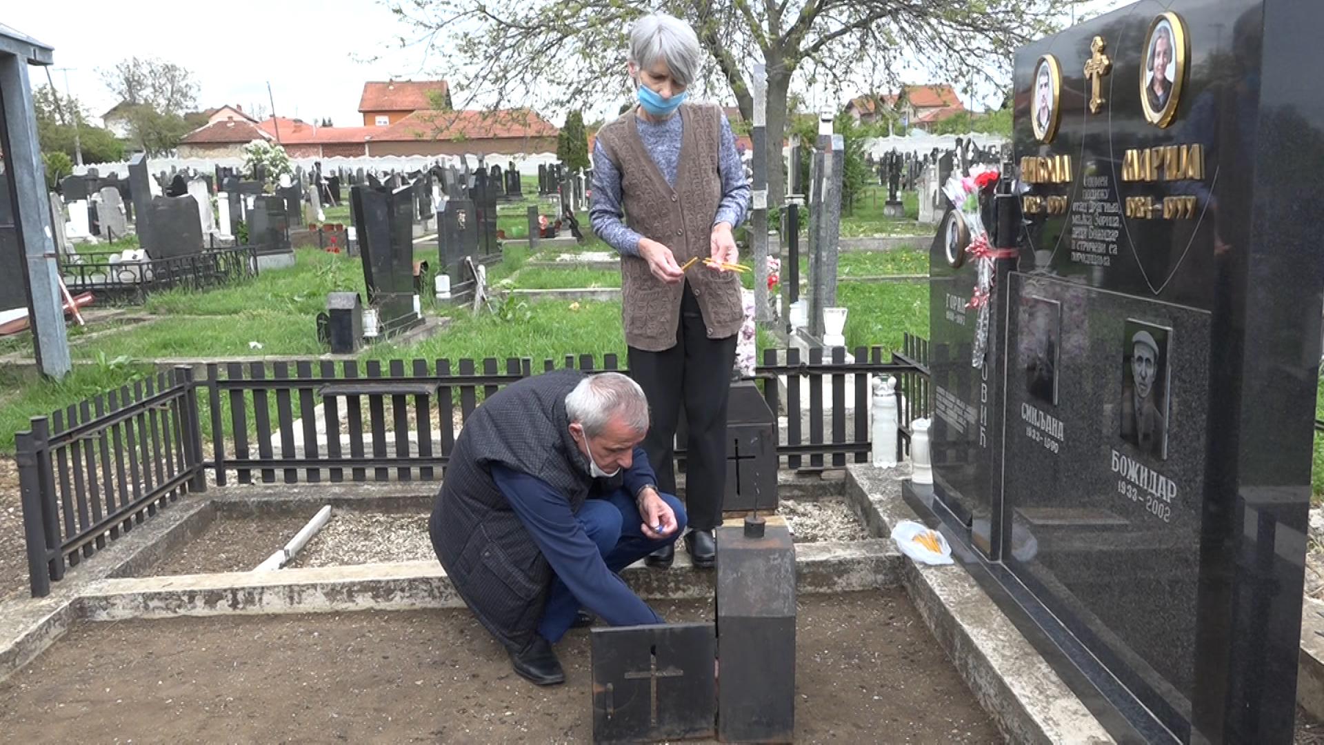 Obeležena 21. godišnjica od smrti Marije, Nikole i njihove bake, stradalih u NATO bombardovanju (video)
