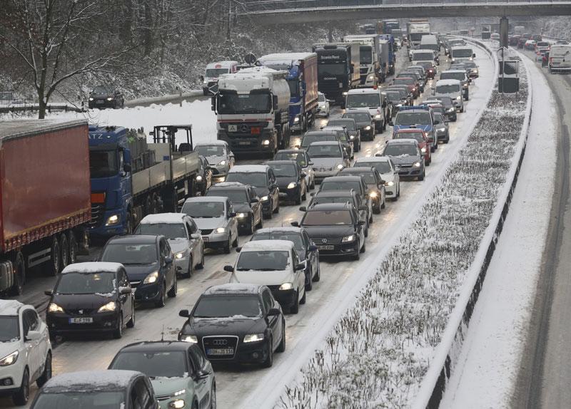 Sneg blokirao saobraćaj u Italiji, kolona 16 kilometara
