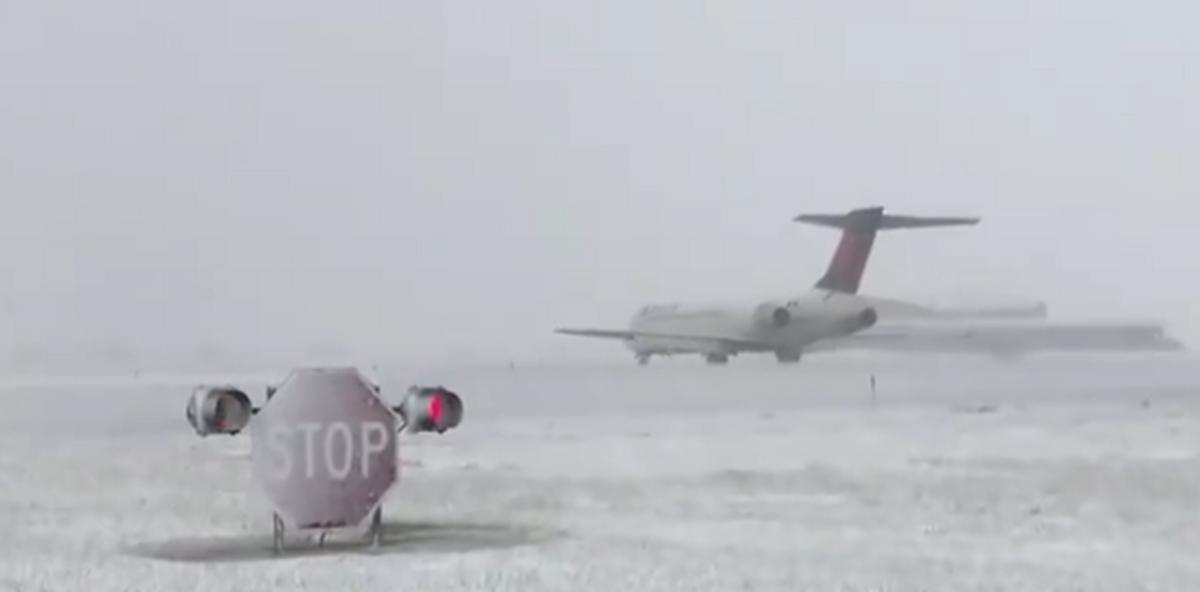 Zbog hladnoće u Tokiju otkazano više od 100 letova