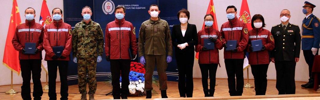 Vojne spomen-medalje lekarima medicinskog tima iz Kine