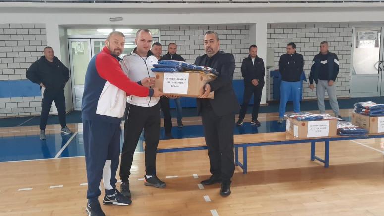 Sportska oprema za osnovce i srednjoškolce u Zubinom Potoku