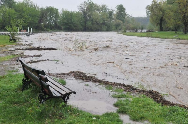 Voda se povlači sa poplavljenih područja
