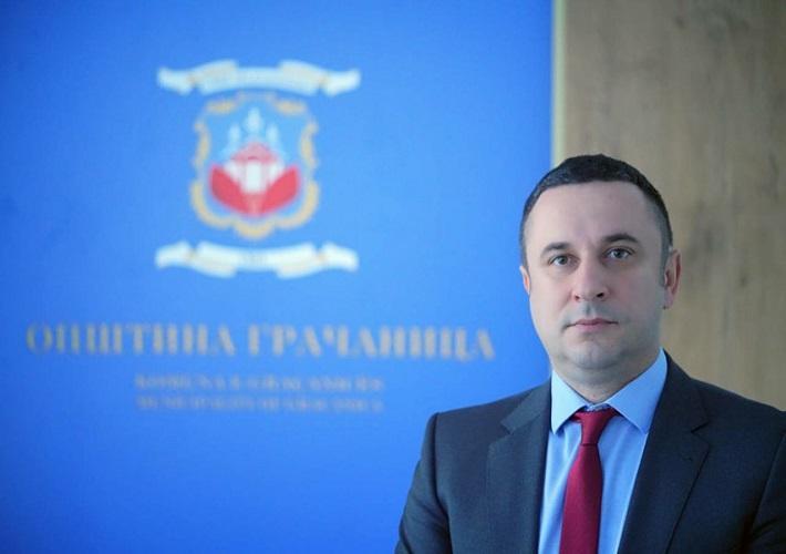 Popović: Albanska zastava na školi u Gračanici, još jedna provokacija
