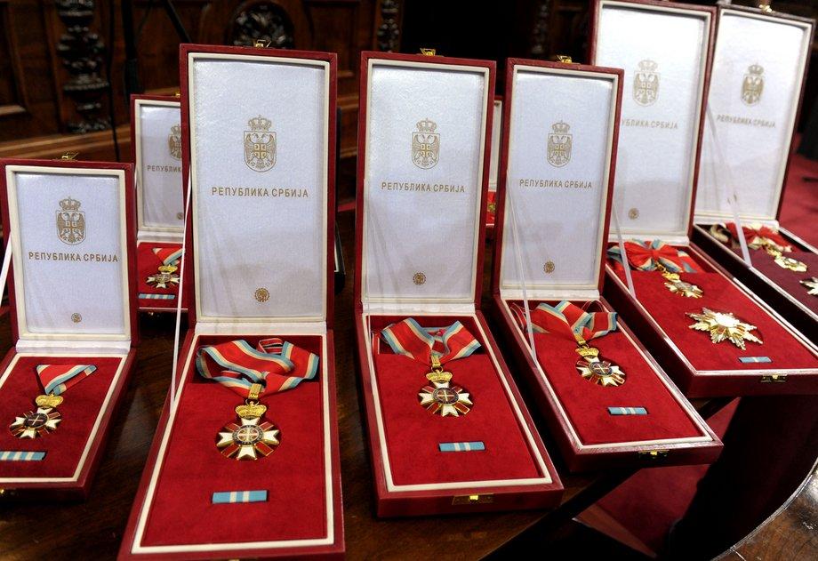 Zemanu i Handkeu ordeni za Sretenje, kao i prištinskom