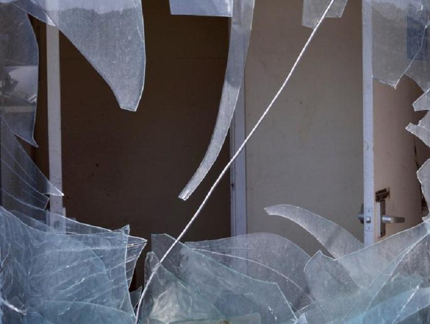 SNS: Razbijena stakla na prostorijama naprednjaka na Vračaru