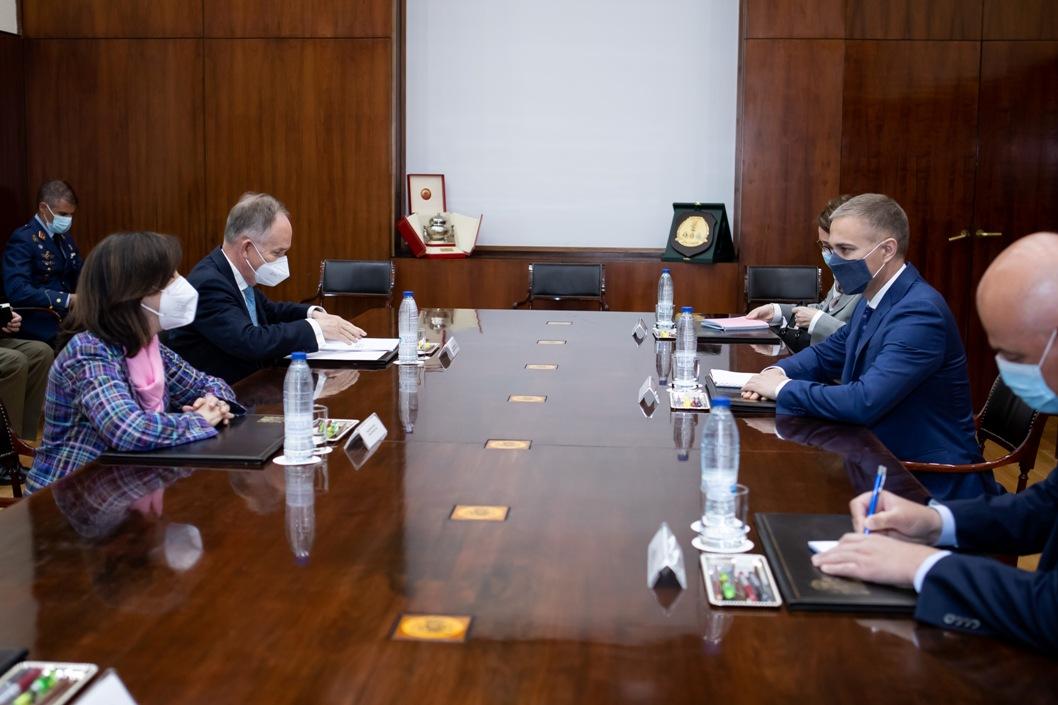 Stefanović s ministarkom odbrane Španije o saradnji