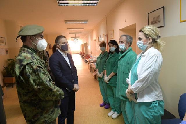 Stefanović obišao vojnu kovid bolnicu