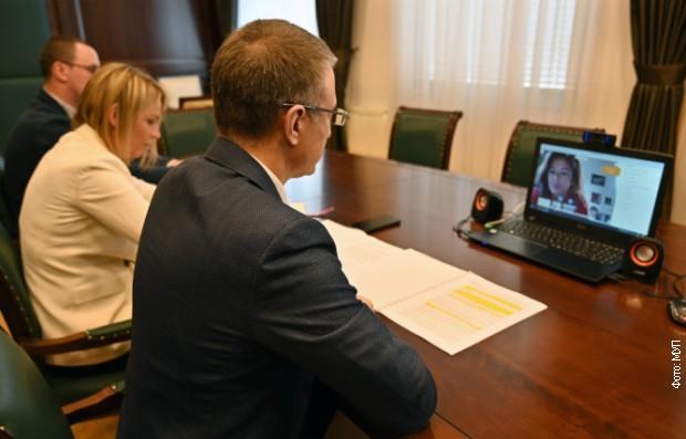 Stefanović sa Fajon i Bilčikom o izbornim uslovima