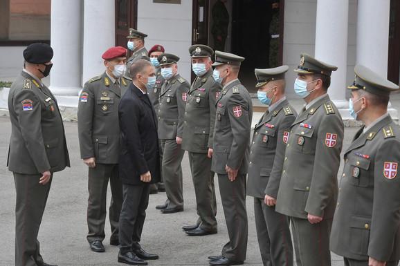 Stefanović: Kvazi stručnjaci napadaju ideju jake Vojske