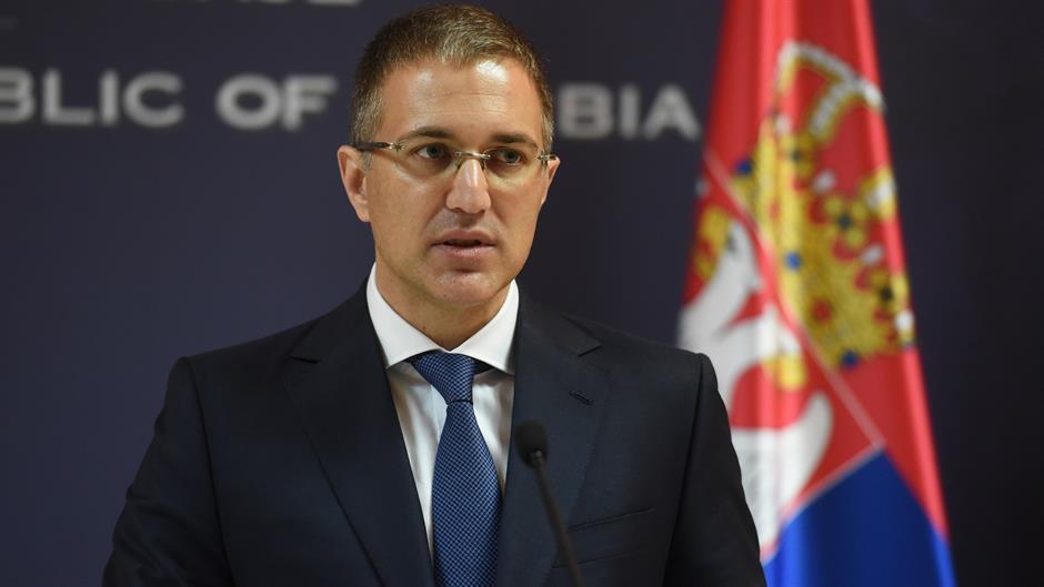 Stefanović:Policija radi na grafitima kojima se preti Vučiću