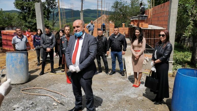 Ivanović obišao radove na izgradnji kuće porodici Savić