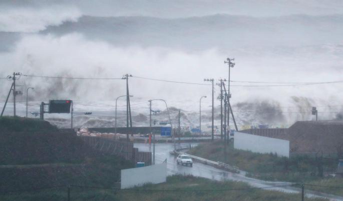 Snažan tajfun pogodio Japan, 11 povređenih
