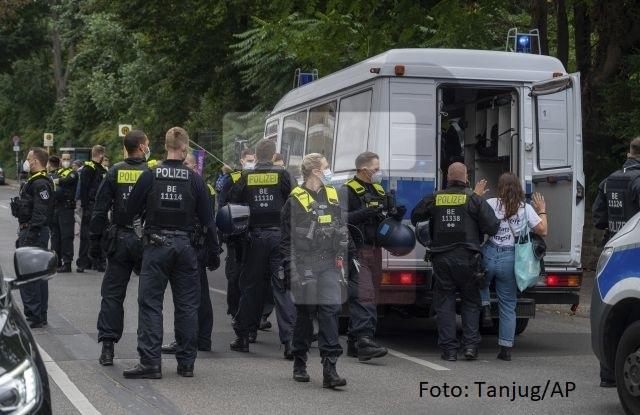 Berlin: 4 policajca povređena, 50 privedenih na protestima