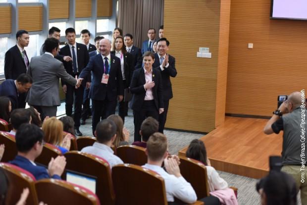 Brnabićeva srpskim studentima u Šangaju: Treba nam vaša pomoć