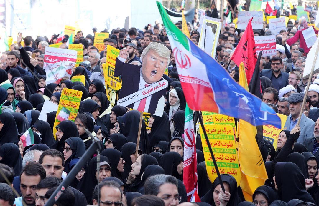 Iranski poslanici počeli sednicu vičući