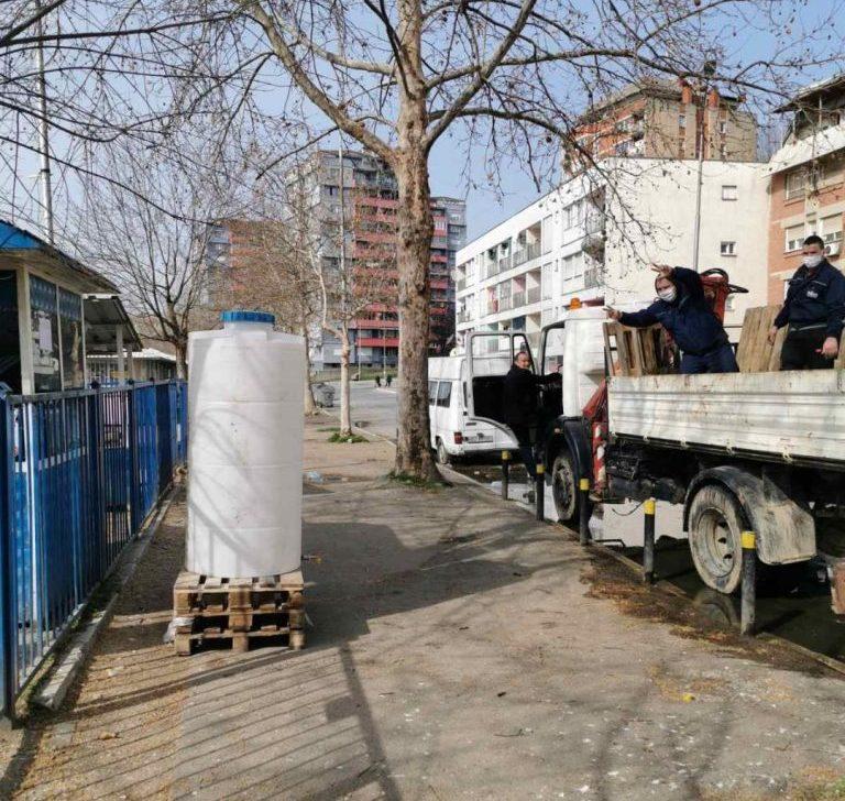 Postavljeni bidoni sa sredstvima za dezinfekciju na 13 lokacija u gradu