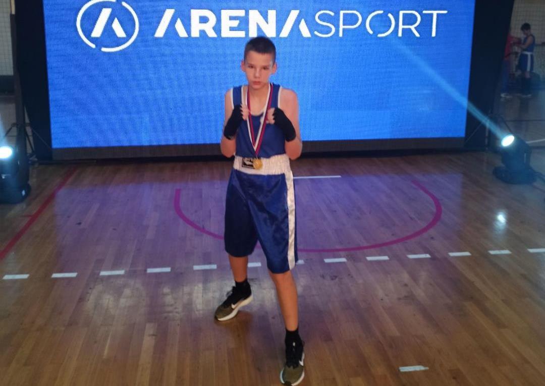 Dušan Radenković iz K.Mitrovice osvojio zlato na državnom prevenstvu u boksu